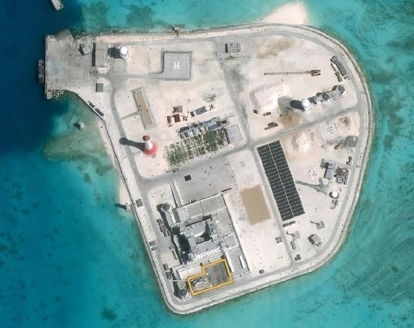 ジョンソン南礁衛星写真.jpg