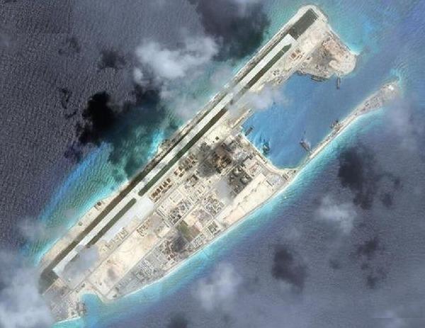 ファイアリー・クロス礁衛星写真.jpg